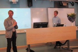 Aron defending his thesis, the opponent Jussi Karlgren is leading the discussion.